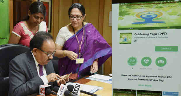 "Harsh Vardhan launching a mobile app on ""Celebrating Yoga"", ahead of the International Day of Yoga 2017, in New Delhi on June 19, 2017"