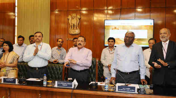 Dr. Jitendra Singh launching an online dashboard, developed by the Department of Administrative Reforms and Public Grievances (DARPG), in New Delhi on April 11, 2018