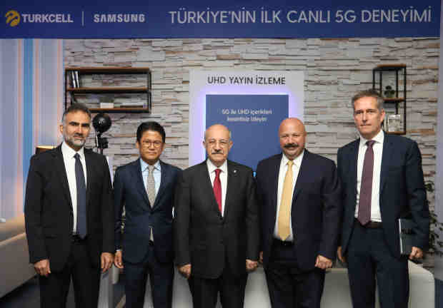 Turkcell has performed the first live 5G trial in Turkey. From left, Turkcell CTO Gediz Sezgin, President of Samsung Electronics Turkey Dae Hyun Kim, Istanbul Technical University President Prof. Dr. Mehmet Karac, Turkcell CEO Kaan Terzioglu, Head of Samsung Networks Europe Thomas Riedel. Photo: Turkcell