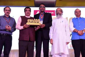 Nitin Gadkari presenting the India SME 100 Awards, at the MSME Day and International SME Convention 2019, in New Delhi on June 27, 2019. Photo: PIB