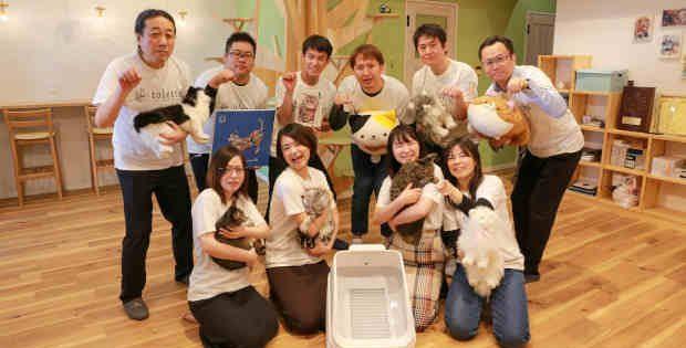 Team Hachi Tama celebrates the toletta smart litter box.