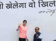 Vijay Goel inaugurating 'Wall of Wishes', in New Delhi on August 02, 2016. The Renowned Boxer and Olympian Ms. Mary C. Kom is also seen.