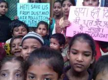 Students of RMN Foundation school urging the government to stop pollution in Delhi. Photo by Rakesh Raman